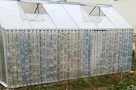 Une serre de bouteilles Jardin Puits-Guyon