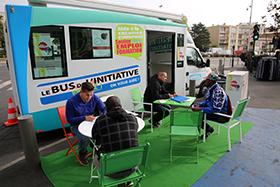 Mobilier itinérant et léger Le Bus de l'Initiative